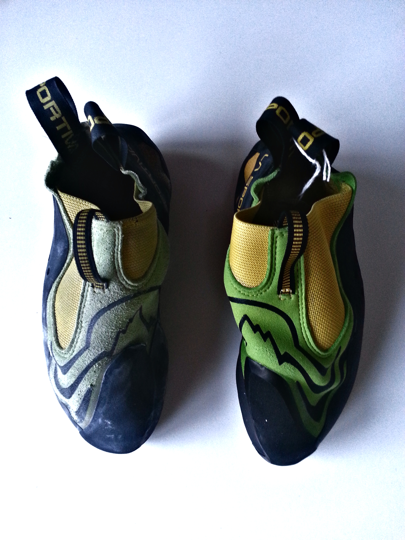 lasportiva | speedster | old vs. new –  note the rubber on the inside on top losing cohesion
